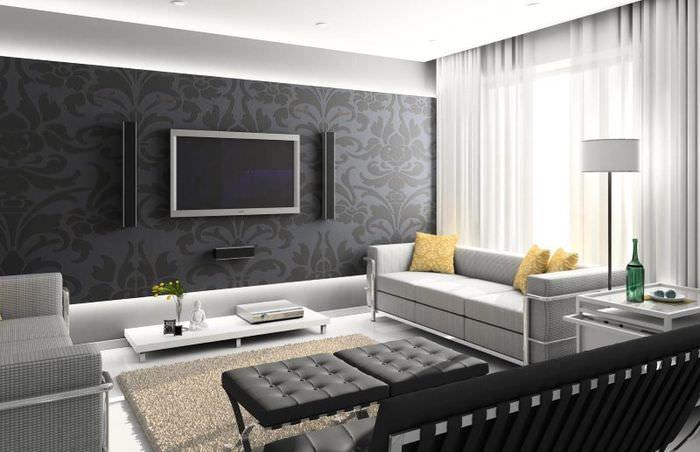 Интерьер гостиной с темными обоями и светлой мебелью