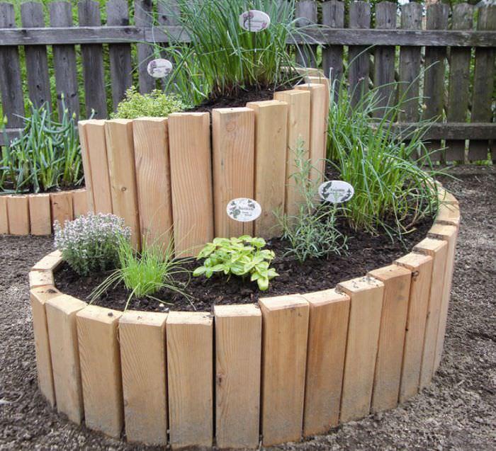 Клумба из дерева своими руками для декорирования сада