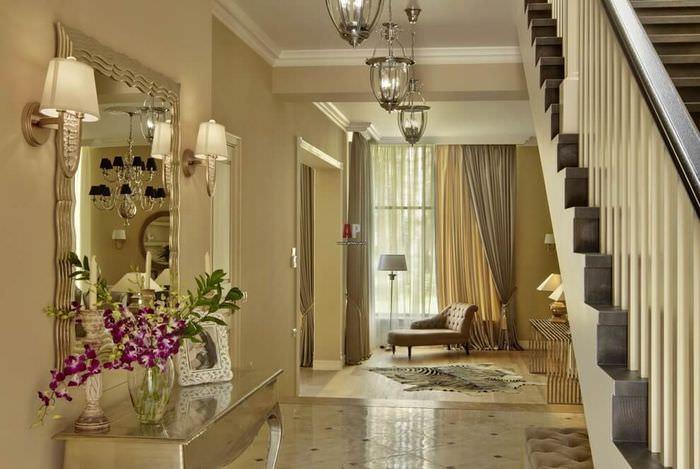 Живые цветы в интерьере комнаты в стиле неоклассики