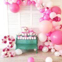Гирлянда из воздушных шаров в розовых тонах
