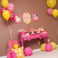 Комната девочки в день рождения