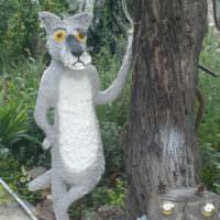 Скульптура волка из мультфильма из монтажной пены