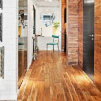Ламинат в интерьере коридора частного дома