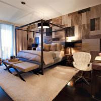 Оригинальное оформление стены ламинатом в спальне