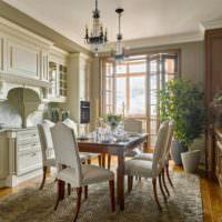 Деревянный стол для обедов в кухне-гостиной