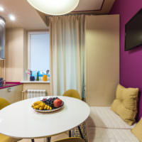 Фиолетовый цвет в дизайне кухни-гостиной