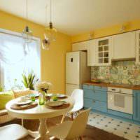 Сочетание желтого и синего цветов в интерьере кухни