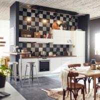 Цветная мозаика из керамической плитки в дизайне кухонных стен