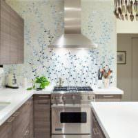 Бумажные обои в дизайне кухни