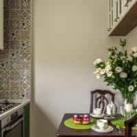 Кафель и покраска в дизайне кухонных стен
