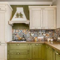 Керамические фрески на фартуке кухни
