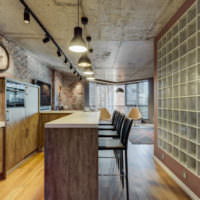 Стеклоблоки в дизайне кухонных стен