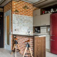 Кирпич и дерево в интерьере кухни