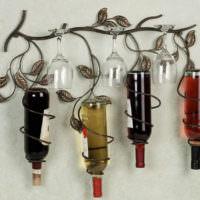 Декр стен кухни стеклянными бутылками