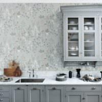 Обои в цветочек в дизайне кухонных стен