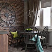 Часы на кирпичной стене на кухне в стиле лофт