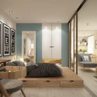 Кровать на подиуме с выдвижными ящиками в совмещенной комнате
