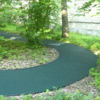 Изгиб садовой дорожки с резиновым покрытием