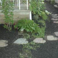 Пошаговая тропинка из самодельной бетонной плитки
