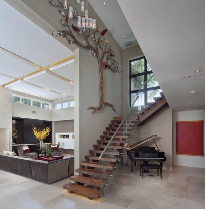 Дизайнерское оформление лестницы на второй этаж частного дома