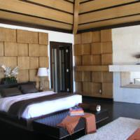 Интерьер спальни с отделкой деревом стен и потолка