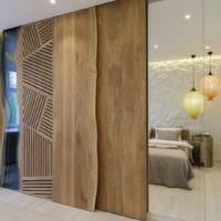 Перегородка в спальне из деревянных панелей
