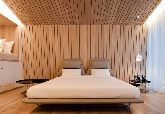 Евровагонка в интерьере спального помещения