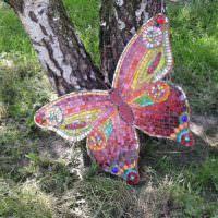 Бабочка из фанеры под стволами берез