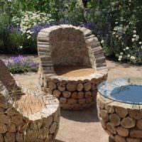Садовая мебель из спилов деревьев
