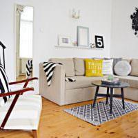 Угловой диван в гостевой зоне однушки