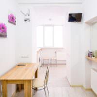 Светлая кухня в квартире-студии