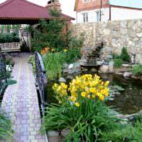 Искусственный пруд в дизайне сада