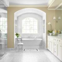Белая ванная комната в стиле неоклассики