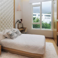 Сочетание коричневого и белого цветов в дизайне спальни