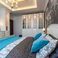 Разноцветные подушки в дизайне спальни