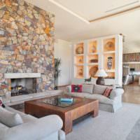 Ниши и камин в интерьере гостиной