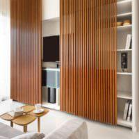 Развижные дверцы из деревянных реек на полках-нишах