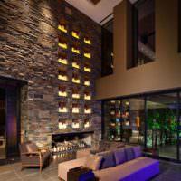 Декоративные ниши в гостиной с высоким потолком