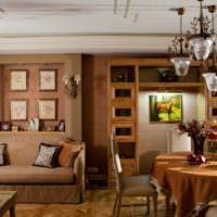 Красивые ниши с картинами над диваном