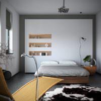 Фальш-стена с нишами в спальне супругов