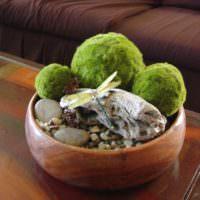 Шарики мха в декоративной чашке