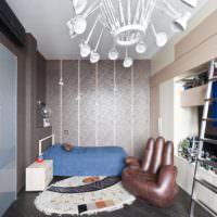 Кресло в форме ладони, выходящей из пола спальни