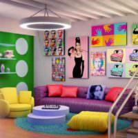 Гостиная с яркими подушками в стиле поп-арт