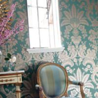 Гостиная в стиле прованс с растительным принтом на обоях
