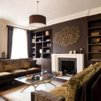 Темно-коричневые стены в интерьере гостиной