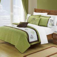 Текстиль оливкового цвета в убранстве спальни