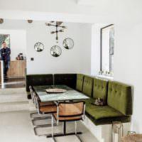 Оливковая мебель на фоне белых стен