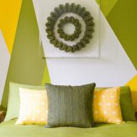 Оливковый, желтый и белый цвета в интерьере спальни