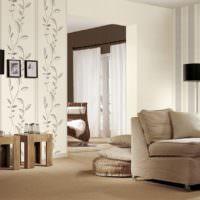 Декорирование стен гостиной полосатыми обоями