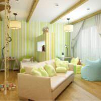 Детская комната для мальчика с полосатыми обоями